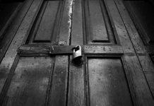reflexion la puerta negra